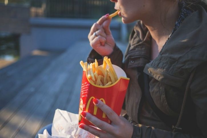 5 Ingenious Tips And Tricks To Avoid Inevitable Junk Food Traps