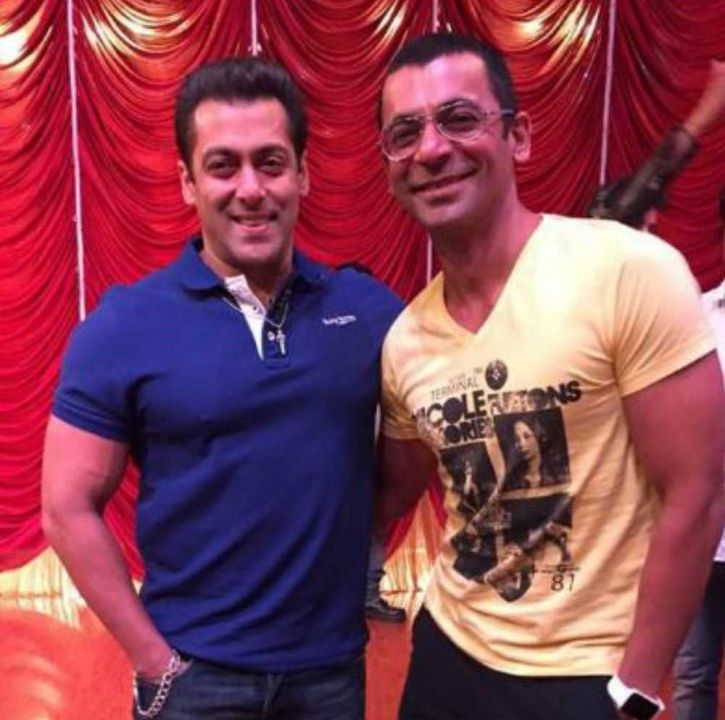 A picture Of Sunil Grover with Salman Khan