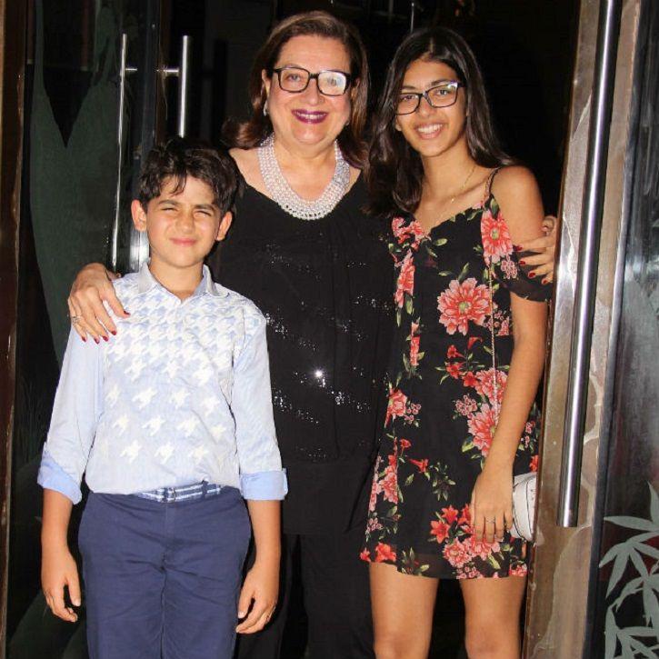 Kareena Kapoor and Karisma Kapoor at mom Babita