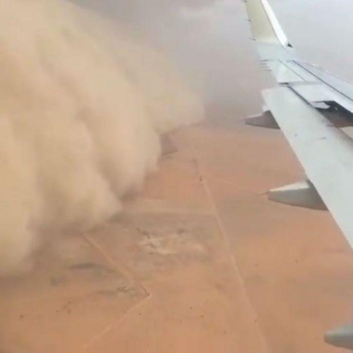 pilot lands plane in sandstorm in Saudi Arabia