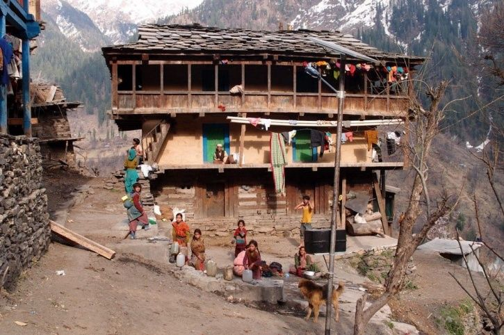 Residents of Malana doing daily chores like filling water in pitchers on a regular day.