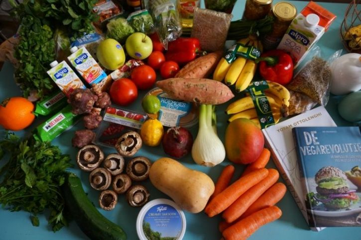 Should You Adopt To A Raw Food Diet? Here's What You Need To Know