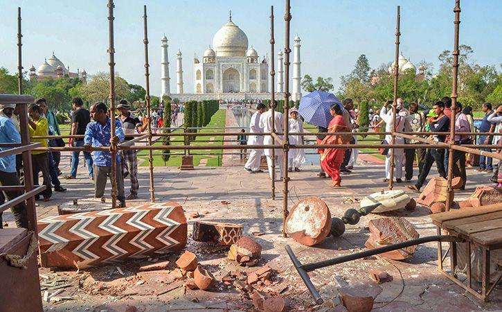 Storm Leaves 42 Dead Taj Agra Fort Damaged