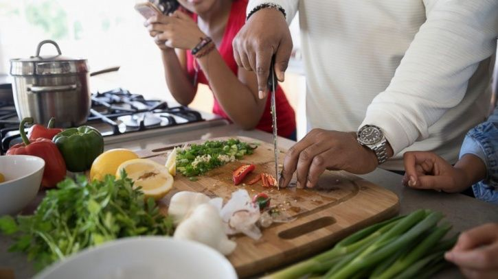 A Low-Calorie Diet May After All Be More Beneficial For Men Than For Women