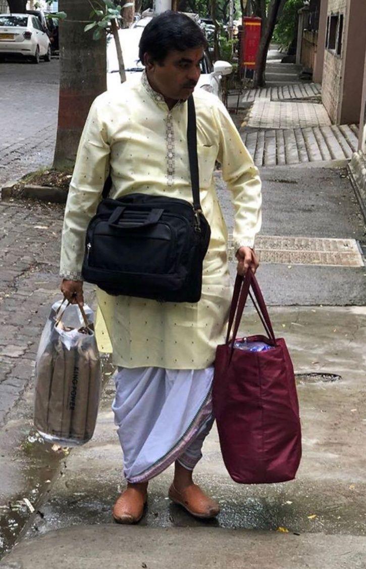 A picture of Pandit Ji arriving at Priyanka Chopra