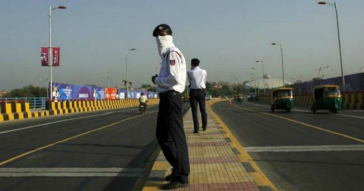 Maharashtra Traffic Cop Saved The Life Of A Man Who Suffered Heart Attack While Driving