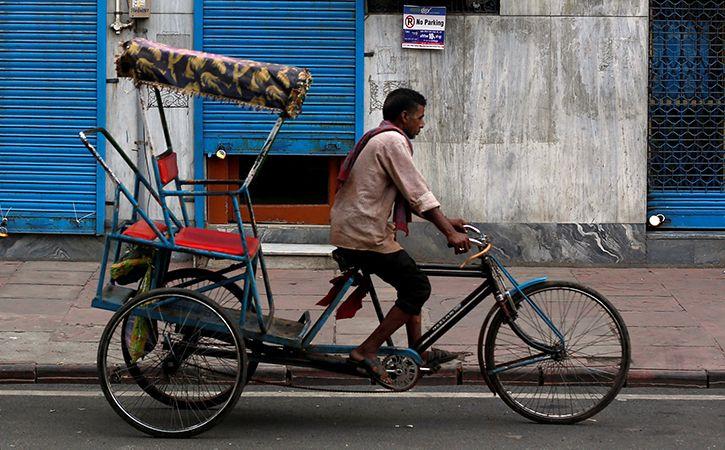 Rickshaw Puller Returns Bag With Gold