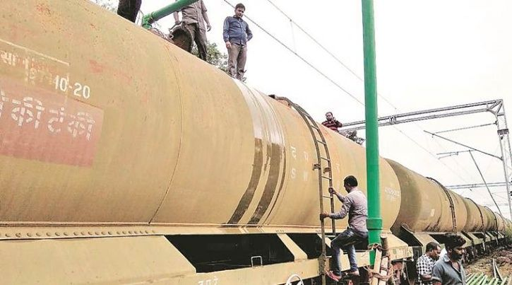Train Carrying 15 Lakh Litres Of Water, Temple Treasury & Khalsa Aid Reach Kerala To Help Victims
