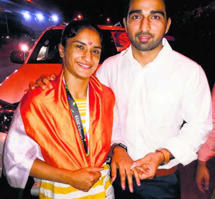 vinesh phogat get engaged at airport