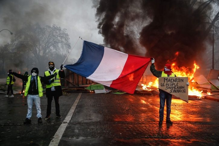 France, yellow vests, fuel price, dilapidated buildings, emergency situation, Emmanuel Macron