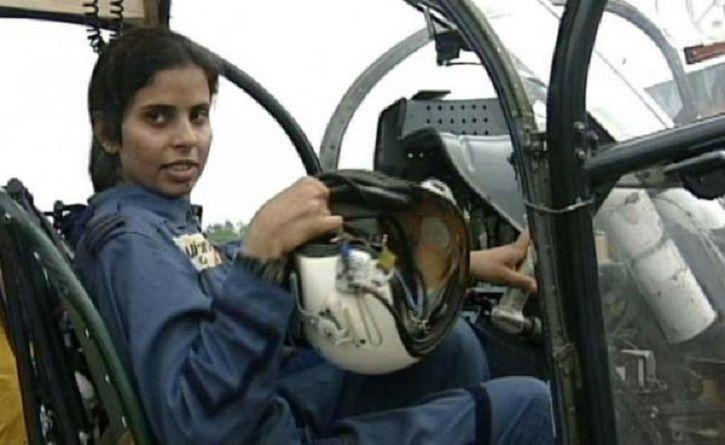 Gunjan Saxena, India's 1st Female IAF Pilot Who Evacuated Soldiers During Kargil