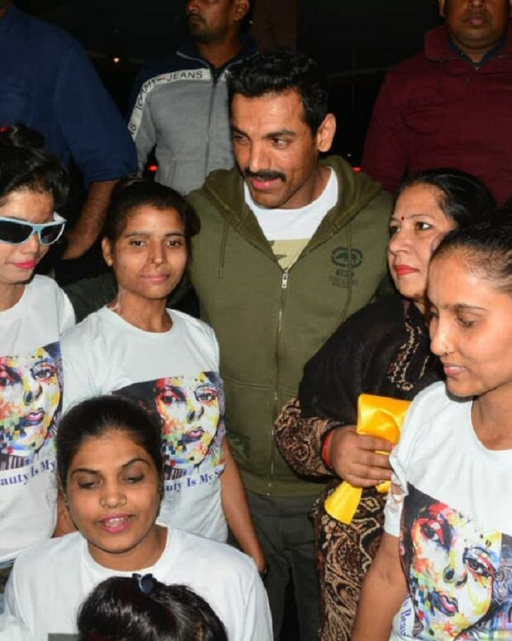 John Abraham Takes Time Out From Shoot To Meet Acid Attack Victims In Lucknow!