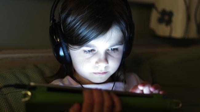 kids with digital screen