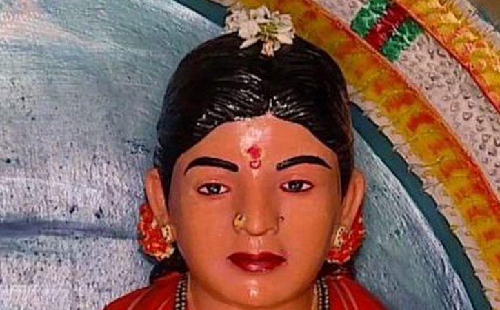 Farmer Builds Temple Of Love Worships Wife