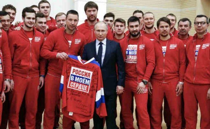 putin with russia ice hockey players