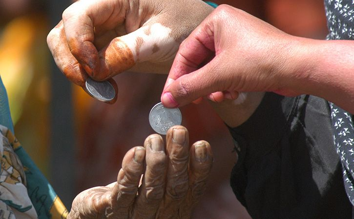 Beggars Demonetise One Rupee Coin In UP