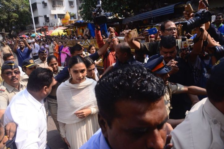 Deepika Padukone Visits Siddhivinayak Temple