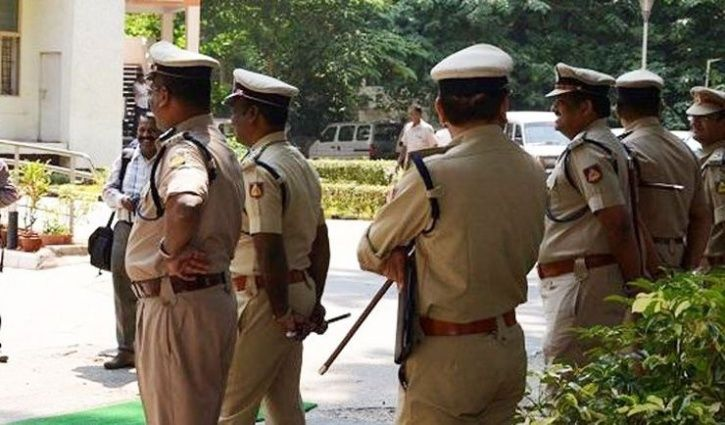 fake woman sub-inspector arrested