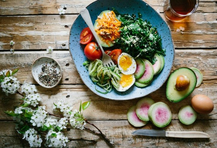 New Dietary Advice Suggests That Men Should Aim For 1,800 Calories And Women For 2,000 Calories