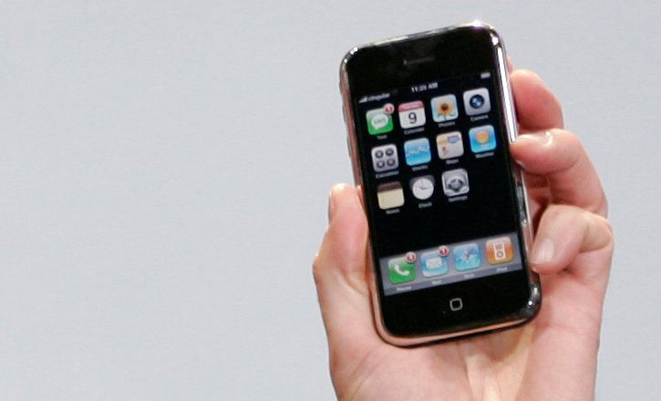 the Original iPhone held by Steve Jobs in 2007