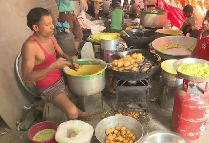Vada Pav Vendor From Mumbai Has Donated Is One Day Earning For Army Welfare