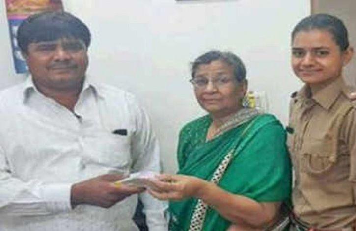 Autorickshaw Driver Returns Rs 4 Lakh