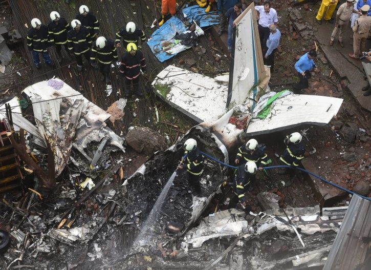 Ghatkopar plane crash, U.Y Aviation, Juhu aerodrome, five dead
