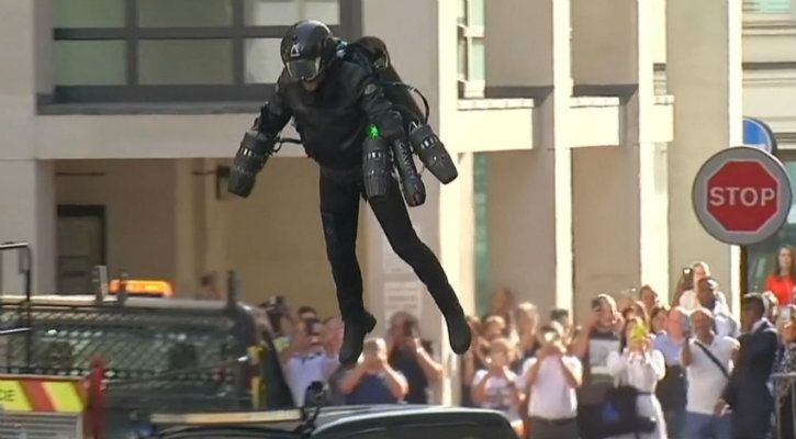 richard browning flying in his gravity jet suit