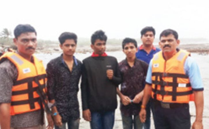Selfie Craze Leaves Three Class XII Students Stranded At Uttan Beach
