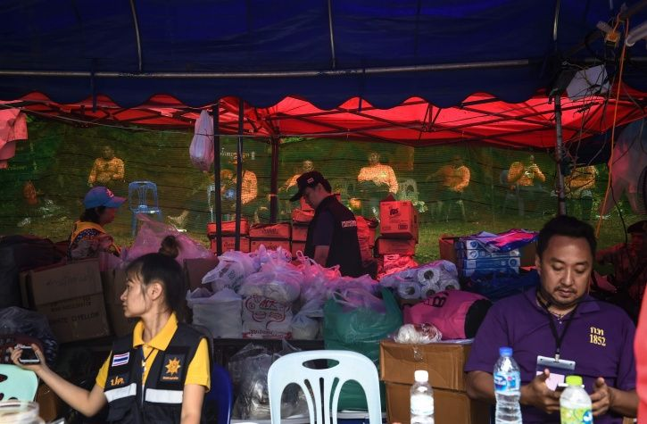 Thailand cave complex, missing team, divers