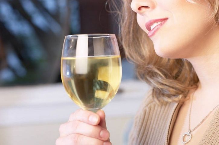 Why White Wine Leaves Women Distressed And Depressed