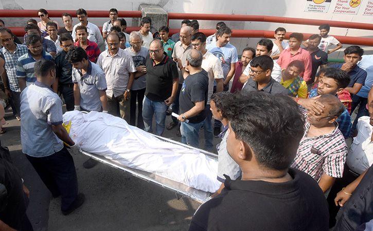Ferrari Crashes Into Flyover Rail In Kolkata