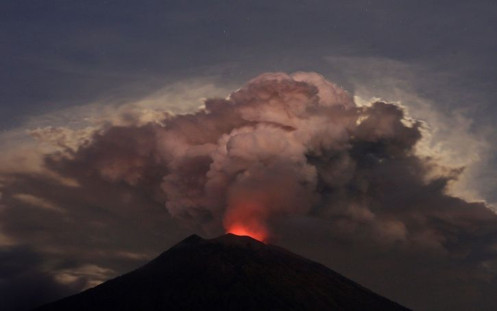 Indonesia's Mount Agung Becomes Active Again, Spews Ash; Bali Airport Forced To Shut
