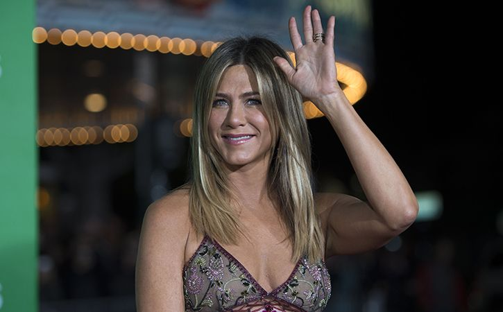 Jennifer Aniston To Be Courteney Cox Maid Of Honour