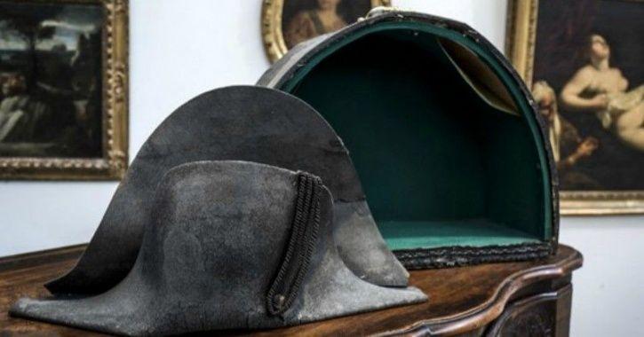 N Napolean hat