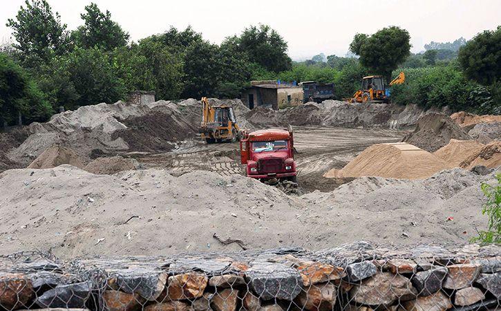 UP Sand Mafia Tries To Mow Down SDM