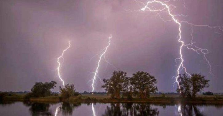 W  lightning stike