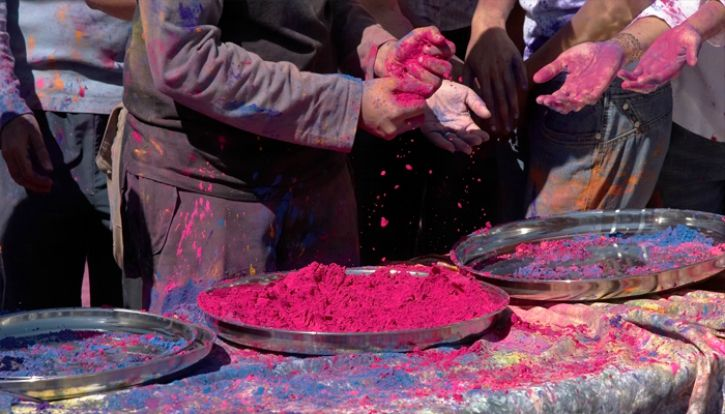 11 Rules That Can Naturally Protect Your Skin And Hair From The Fun, But Harsh Holi Colours