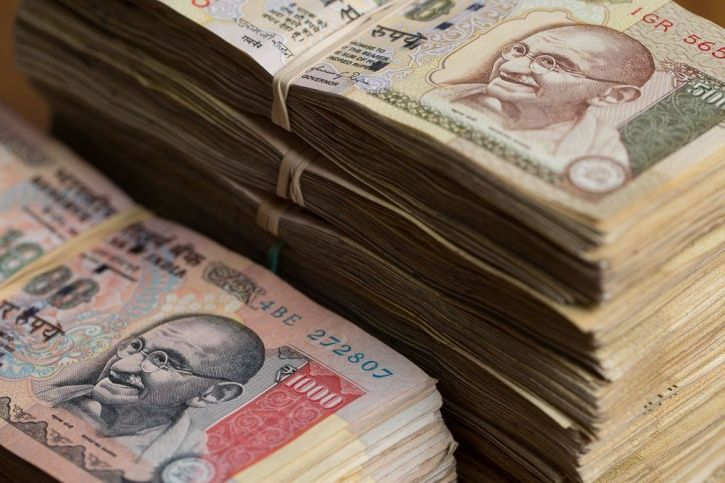 Five Men Tried To Exchange Old Notes