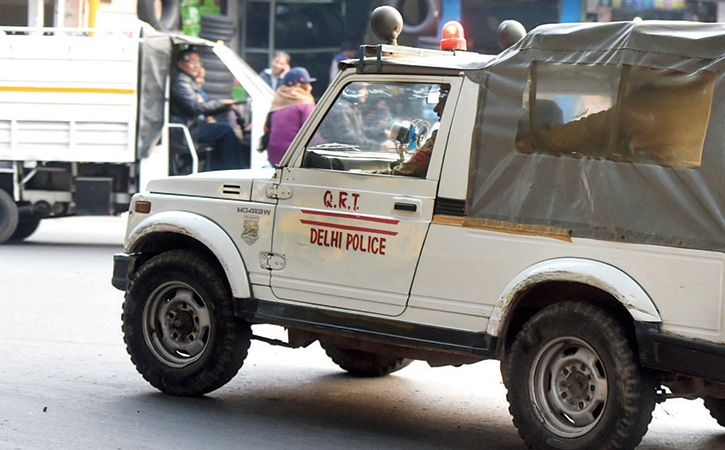 Injured Cop Chases Down Nabs Crook