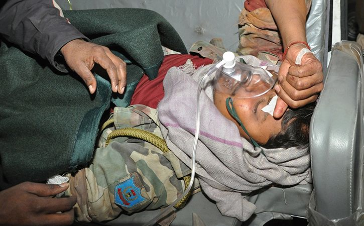 Jawan Fights 4 Armed Maoists Bare Handed Makes Them Flee