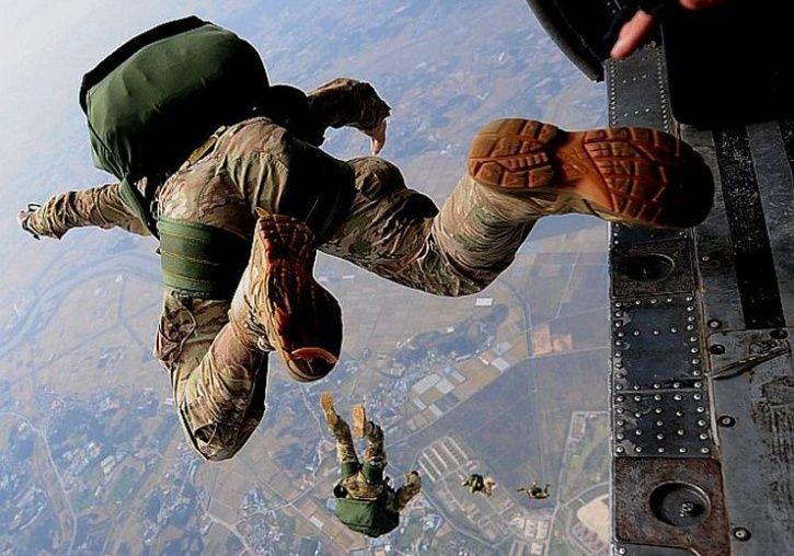 para regiment commando jump