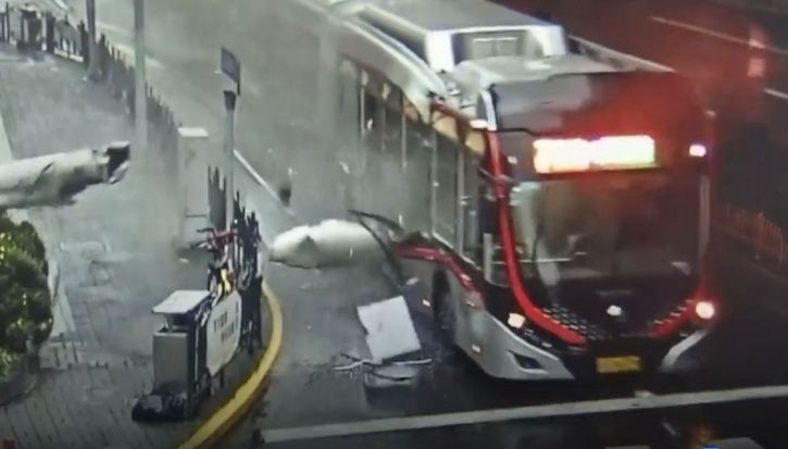 pillar crash-lands on a moving bus