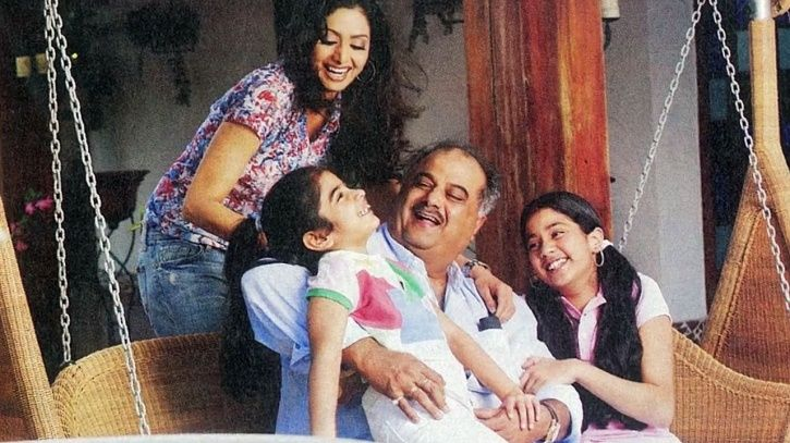 A family picture of Sridevi and Boney Kapoor  along with their daughters.