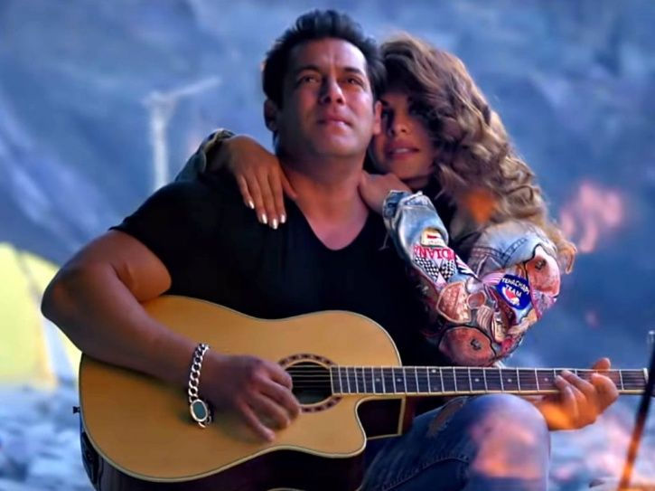 A picture of Salman Khan and Jacqueline Fernandez from Race 3 song Selfish.