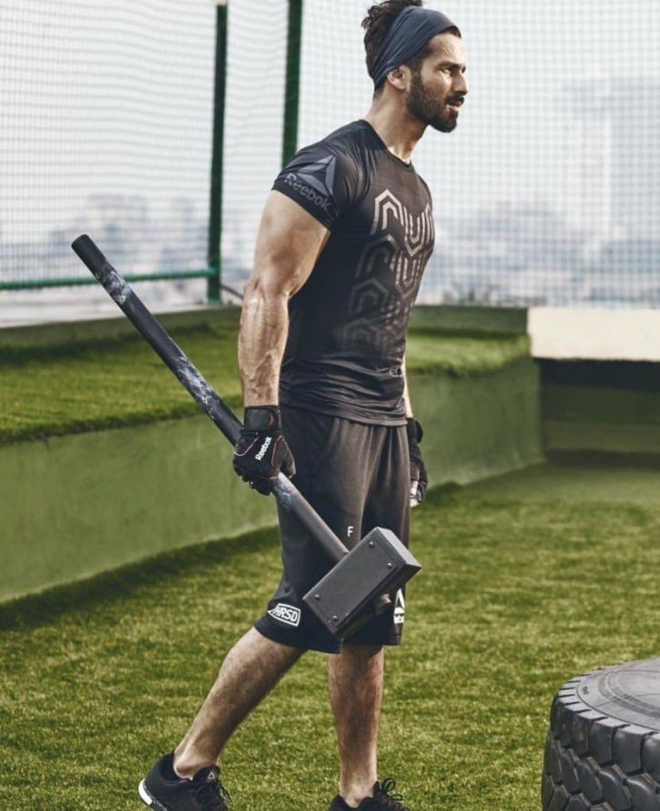 A picture of Shahid Kapoor AKA Desi Thor with a hammer in his hand.