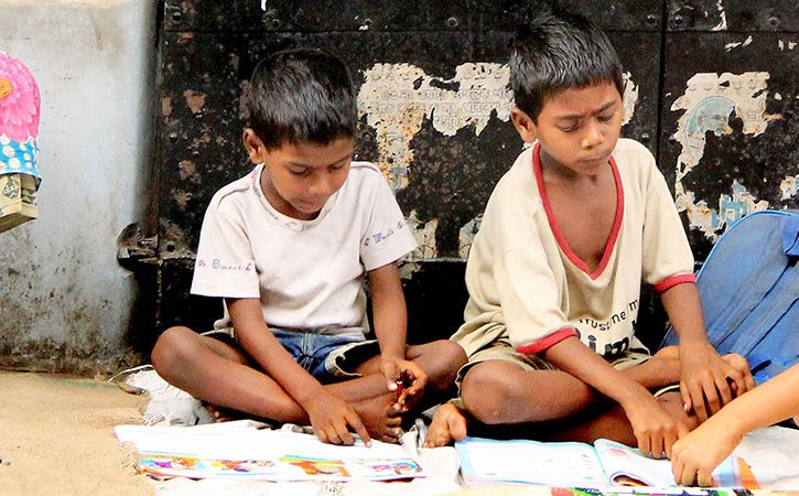 Students Form Network To Teach Street Children