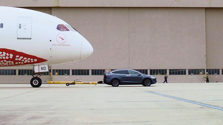 Tesla model x boeing 787