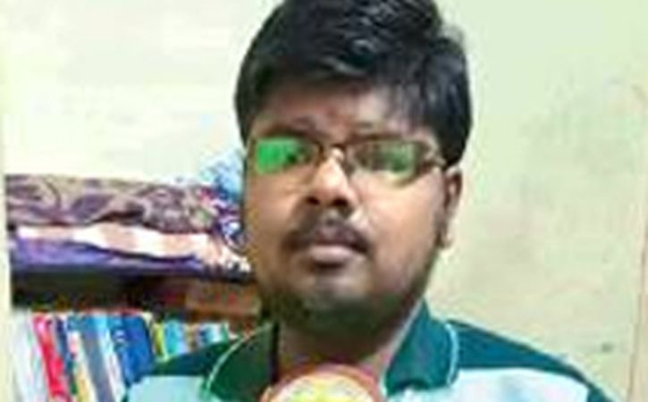 Visually Challenged Akshay Pursues Law