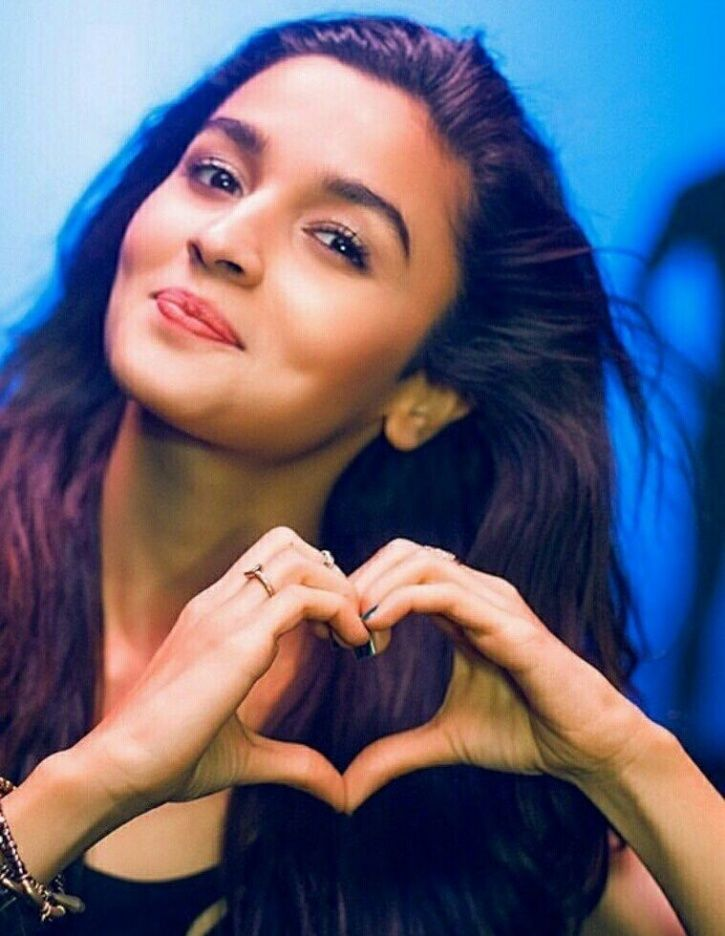 A pic of Alia Bhatt who is excited for Priyanka Chopra and Nick Jonas.